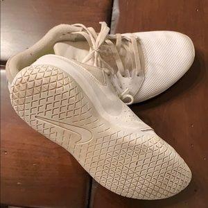 Nike cheer shoes